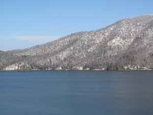 Snow at Watauga Lake